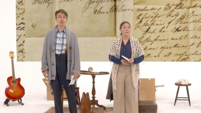 Scen ur föreställningen Försoning med två skådespelare